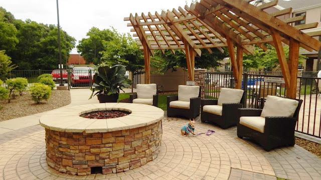 Outdoor seating with fire pit at the Staybridge Suites in Bowling Green Ky
