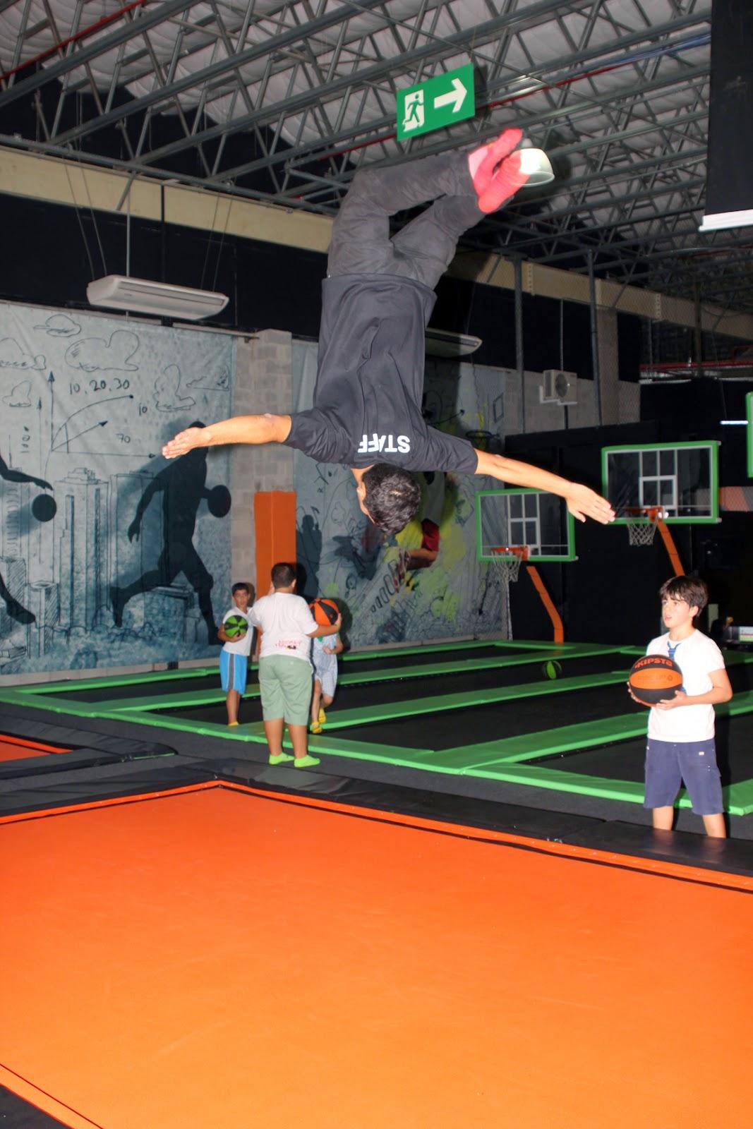 """33f3a0c1d O """"Jump Mania"""" segue uma tendência dos parques de trampolins gigante que  conquistou os americanos, canadenses e australianos. Ele chegou ao Passeio  das ..."""