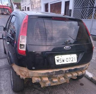 Canavieiras: Veículo que estava abandonado dentro do matagal é resgatado pela polícia