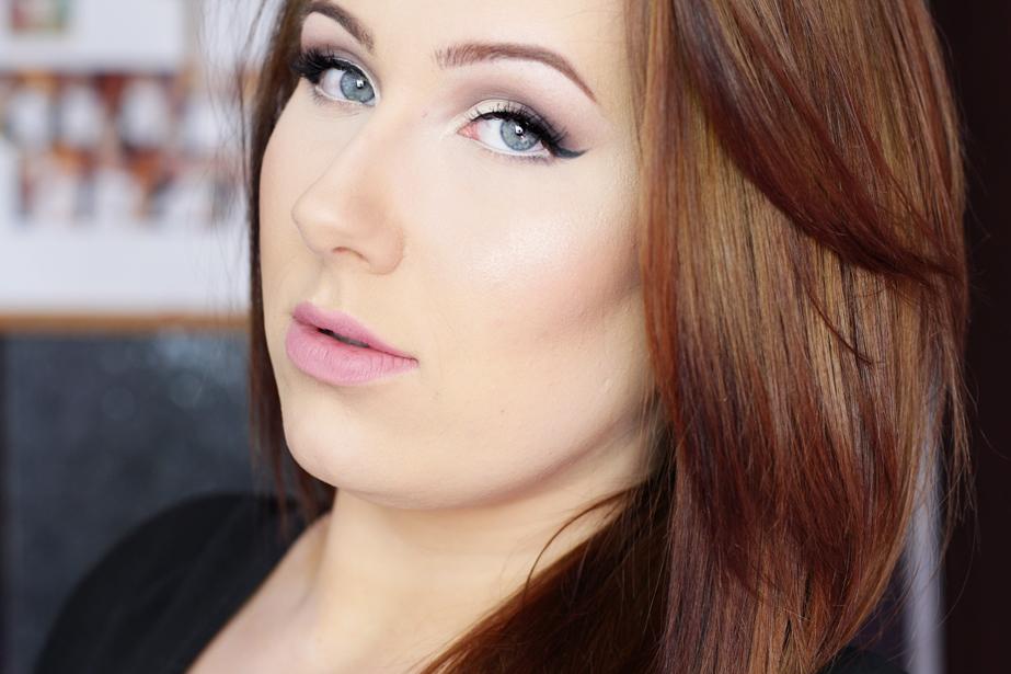 Makijaż jedną paletą | Kobo Professional Matt Eyeshadow Set