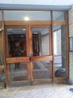 Restauración de puertas comunitarias de madera en Zaragoza - Carpintero Zaragoza