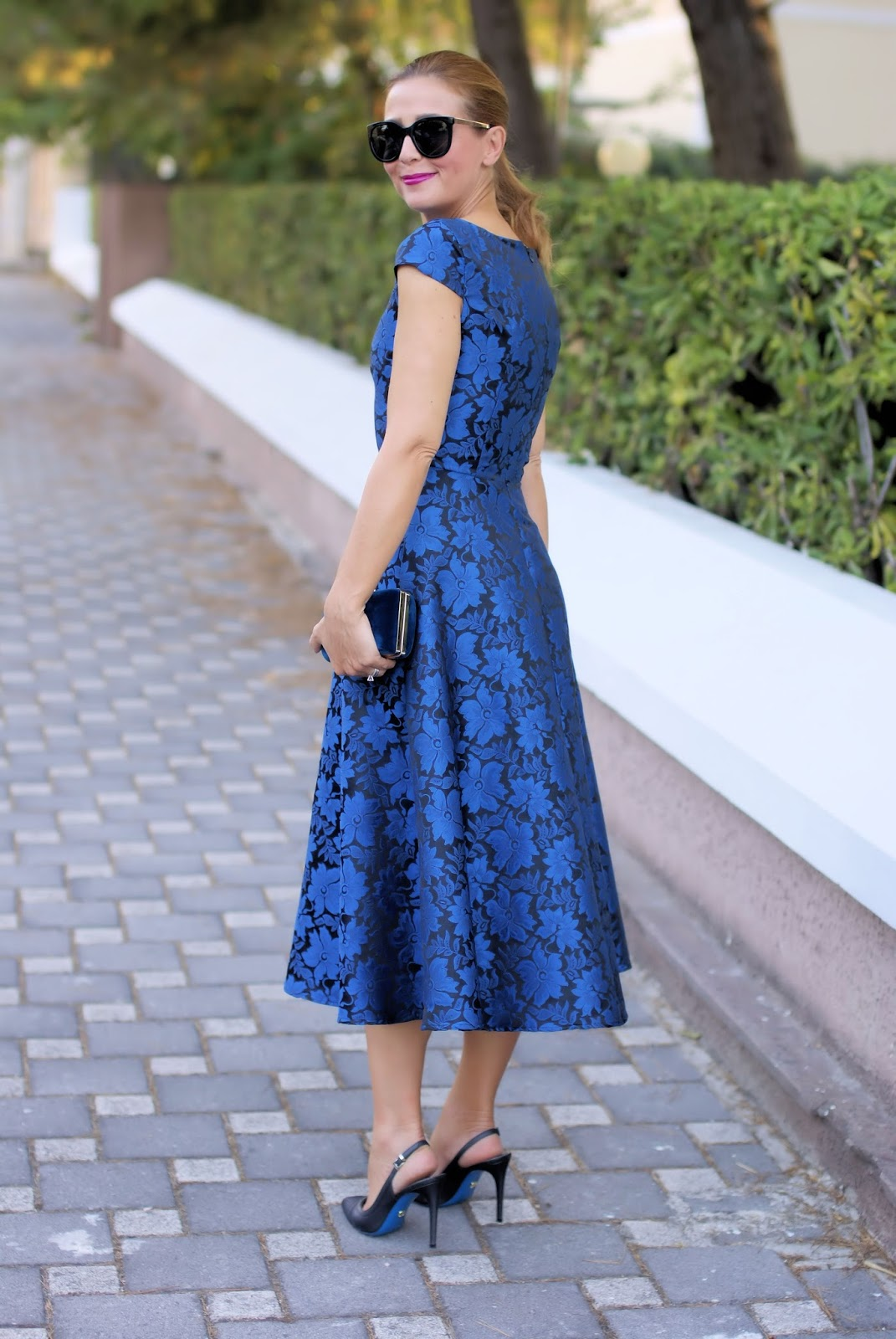 Blue elegant jacquard midi dress from Metisu on Fashion and Cookies fashion blog, fashion blogger style