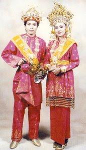 Pakaian+Adat+Riau+4