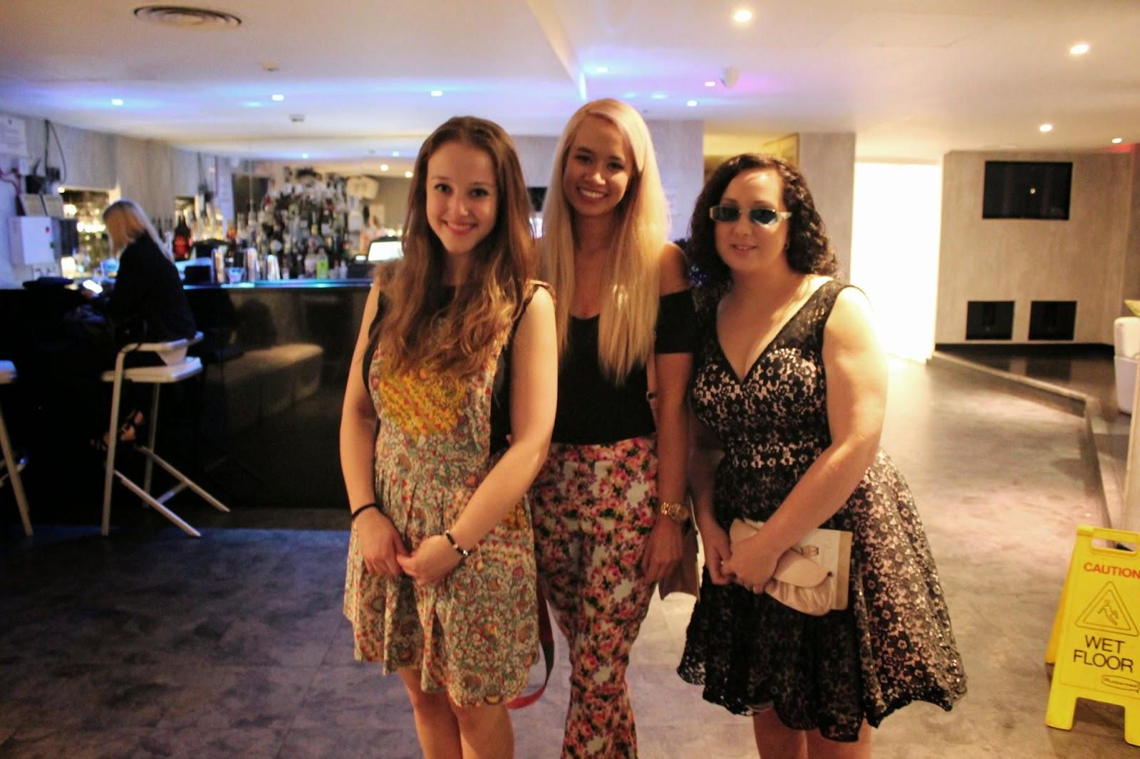 bloggers-love-fashion-week-friends-girls