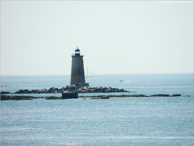 Faro Whaleback Light en Maine