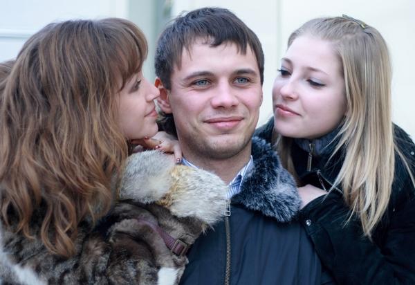 دراسات بريطانيه تؤكد : تعدد الزوجات يطيل عمر الرجل 12% عن غيره من الرجال