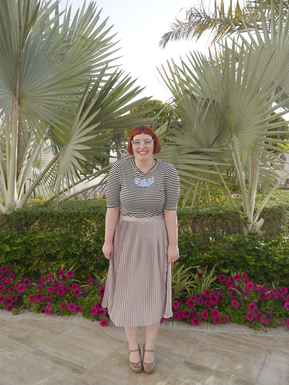 what helen wore, holiday outfit, what to wear in Dubai, summer holiday outfit, modest holiday outfit, H&M stripy tshirt, Zara pleated skirt, Charcot neclace, Spex Pistols glasses, Scottish blogger, Scottish style abroad, ginger hair, ginger bob, blogger with glasses