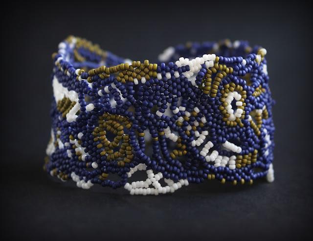 авторская бижутерия бохо купить браслет из бисера на руку ажурный синий
