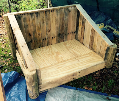 Summerville Flowertown Festival 2015 - Dave's Woodshop Dog Bed | The Lowcountry Lady