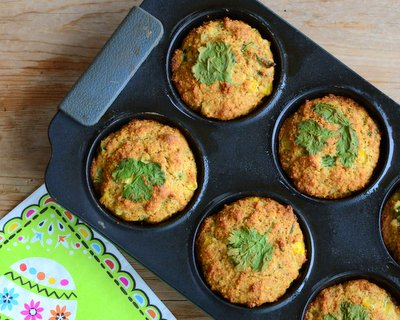 Savory Cornmeal Muffins ♥ KitchenParade.com, spiked with chili powder, a little jalapeno and red pepper, very decidedly savory. Weeknight Easy, Weekend Special. Excellent with Chili, Mexican & Cajun Food.