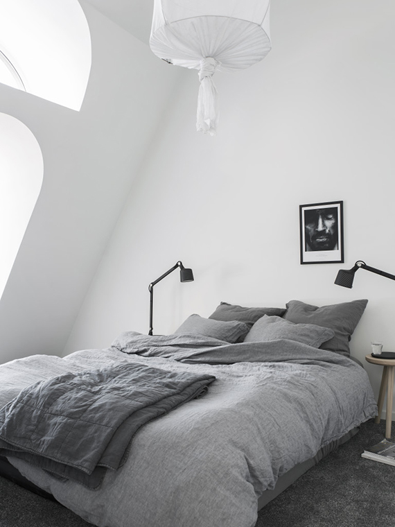 Cozy attic bedroom. Styling by Pella Hedeby, photos by Sara Medina Lind for Lenca Properties