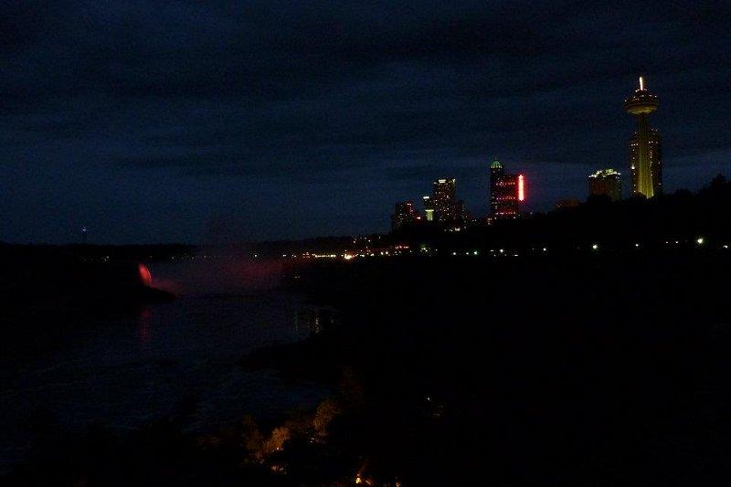 cascate Niagara notte Canada