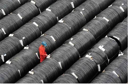Sản lượng thép thế giới lần đầu tiên trong 6 năm giảm gần 3% trong năm 2015