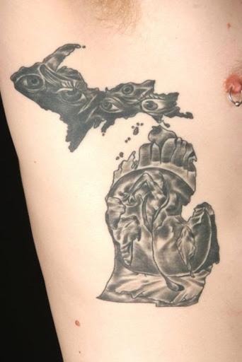 Este fantástico torácica tatuagem
