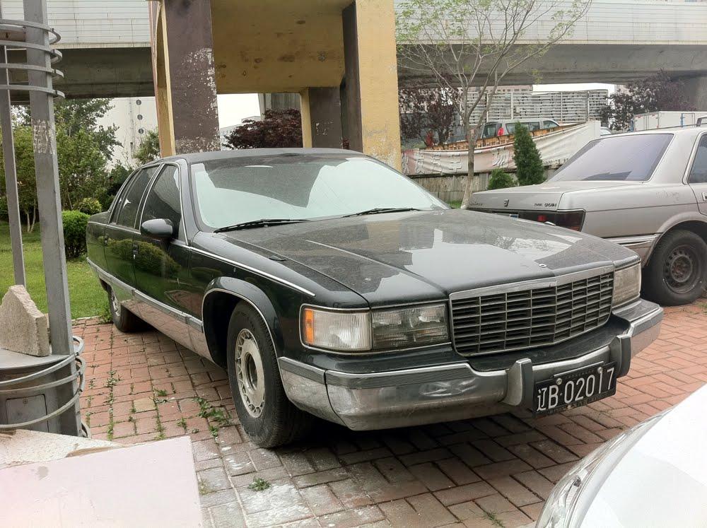 OLD PARKED CARS.: China Bonus: 1993 Cadillac Fleetwood ...