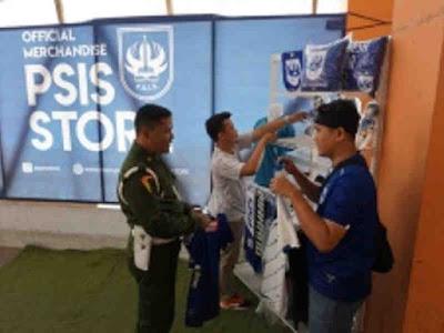 PSIS Semarang Jual Jersey Resmi untuk Suporter di Stadion Moch Soebroto Magelang
