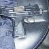 Jóvenes transportaban arma de guerra en una mochila