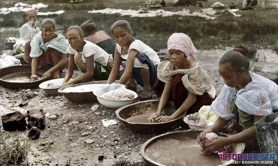 Filipino women washing clothes (c1899)