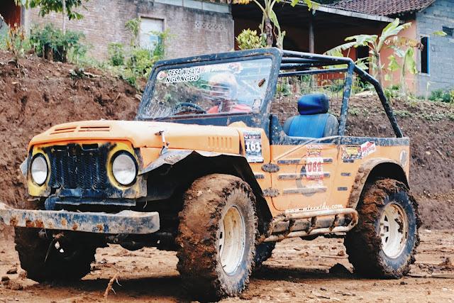 wisata jeep di kebun teh nglinggo
