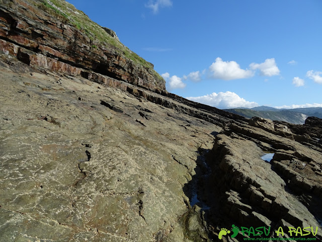 Saliendo de la Iglesiona de Cabo Vidio hacia el paso con cuerda