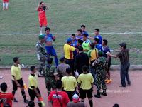 Persipa vs Persiharjo 1-0, Lemparan Botol Beterbangan di Lapangan