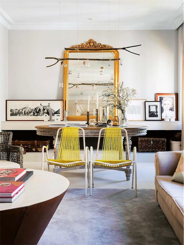 espejo dorado con mesa ovalada decapada chicanddeco