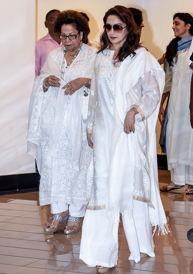 Celebs Attend Vinod Khanna Prayer Meet Photos