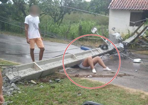 mulher-fica-ferida-ao-ser-atingida-por-poste-em-acidente
