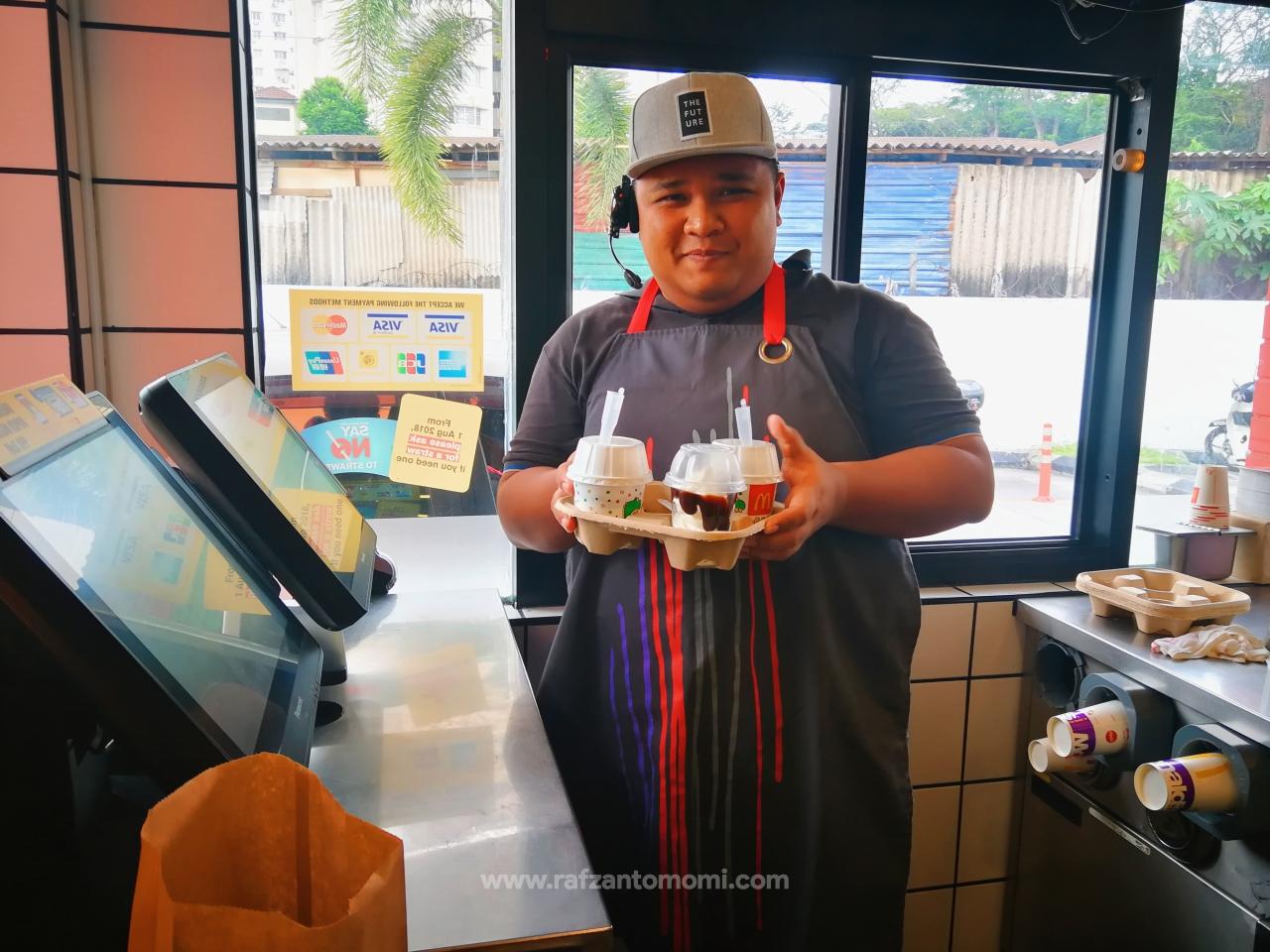 McD Turun Padang Day - Pengalaman Momi Bekerja Di McDonald's Sempena Hari McD Turun Padang