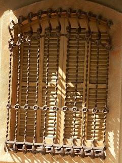 http://misqueridasventanas.blogspot.com.es/2015/09/ventanas-de-vilafranca-del-penedes-i.html