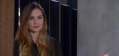 Nadine, vilã vivida por Raquel Bertani em As Aventuras de Poliana, está apoiada no empoderamento feminino