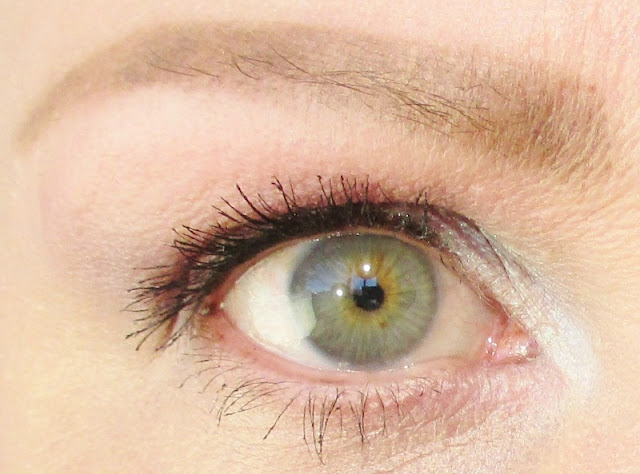 Snacking on Benefit Roller Lash Super Curling & Lifting Mascara - On Eye - notesfrommydressingtable.com