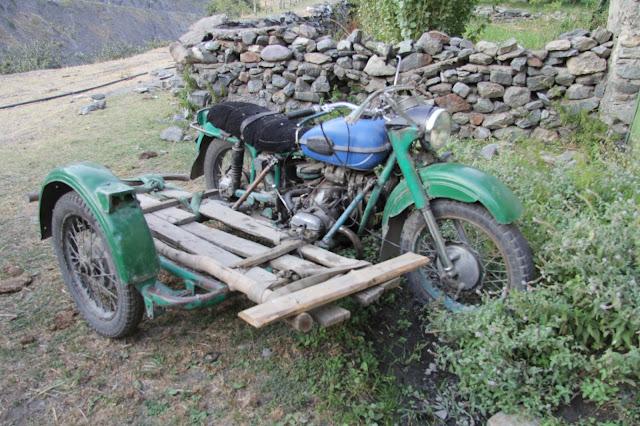 Tadjikistan, Haut-Badakhshan, Pamir, moto, © L. Gigout, 2012