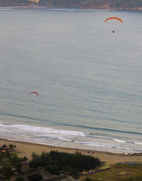 Lokasi Pendaratan Paralayang di Pantai Teleng Ria