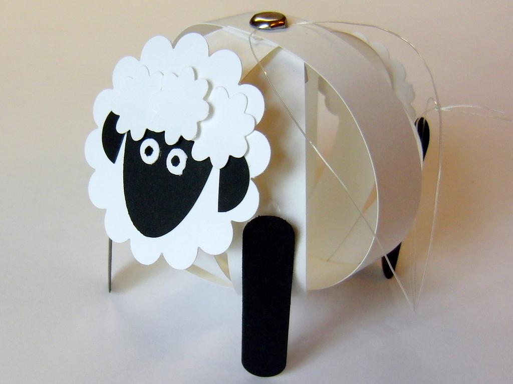 eri 39 s kreativwerkstatt making of kugel schaf zum aufh ngen. Black Bedroom Furniture Sets. Home Design Ideas