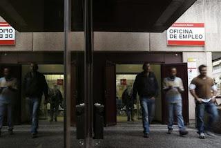 El año empieza con 11.900 parados más y 64.600 empleos menos