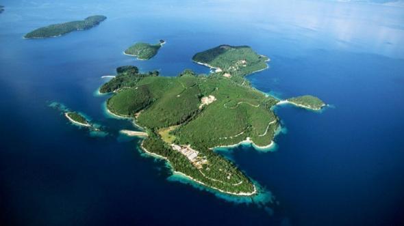 Guardian: Πωλούνται ελληνικά νησιά, ξενοδοχεία και ιστορικές τοποθεσίες