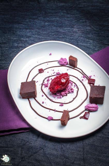 Schokolade Aubergine Beeren