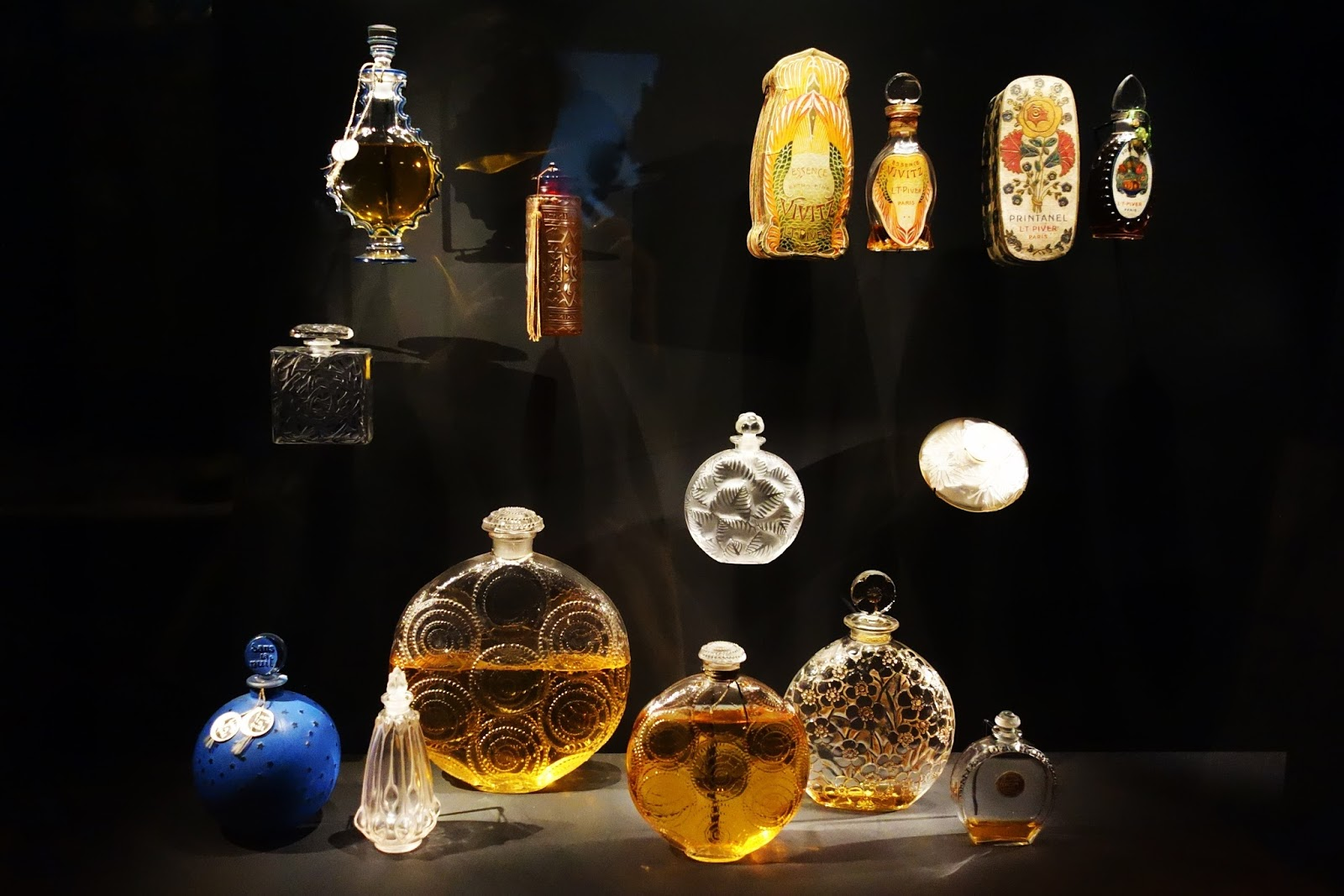Out in paris smaragden en flacons - Fragonard musee paris ...