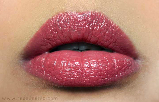 Sexy Lips, Power Pout, pout, Body Shop Coral Blush, Body shop lipstick, Top Beauty Blogger of Pakistan, Beauty Blogger, Makeup in Pakistan, Hot Lips, Makeup, Lipstick Lover, Lipstick Freak, Buy Makeup online
