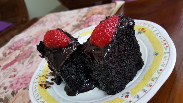 2 potong Kek Coklat yang Gebu dan Sedap