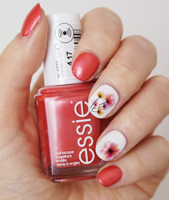 Frisches Frühlings-Nail-Design mit Water Decals, Essie Funships Coconut Cove, Flowers, Chinese Ink, bunt, Spring, Short Nails, Koralle, Blumen, Aquarell, Schimmer, Sommer, Nägel, Nagellack, Born Pretty Store