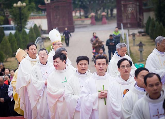 Lễ truyền chức Phó tế và Linh mục tại Giáo phận Lạng Sơn Cao Bằng 27.12.2017 - Ảnh minh hoạ 97