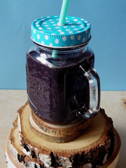czarne detoksykujące smoothie z quinoą lodovo