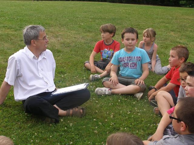 Le père Rémi a dressé le bilan avec les enfants