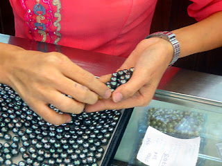 Selling Myanmar Pearls