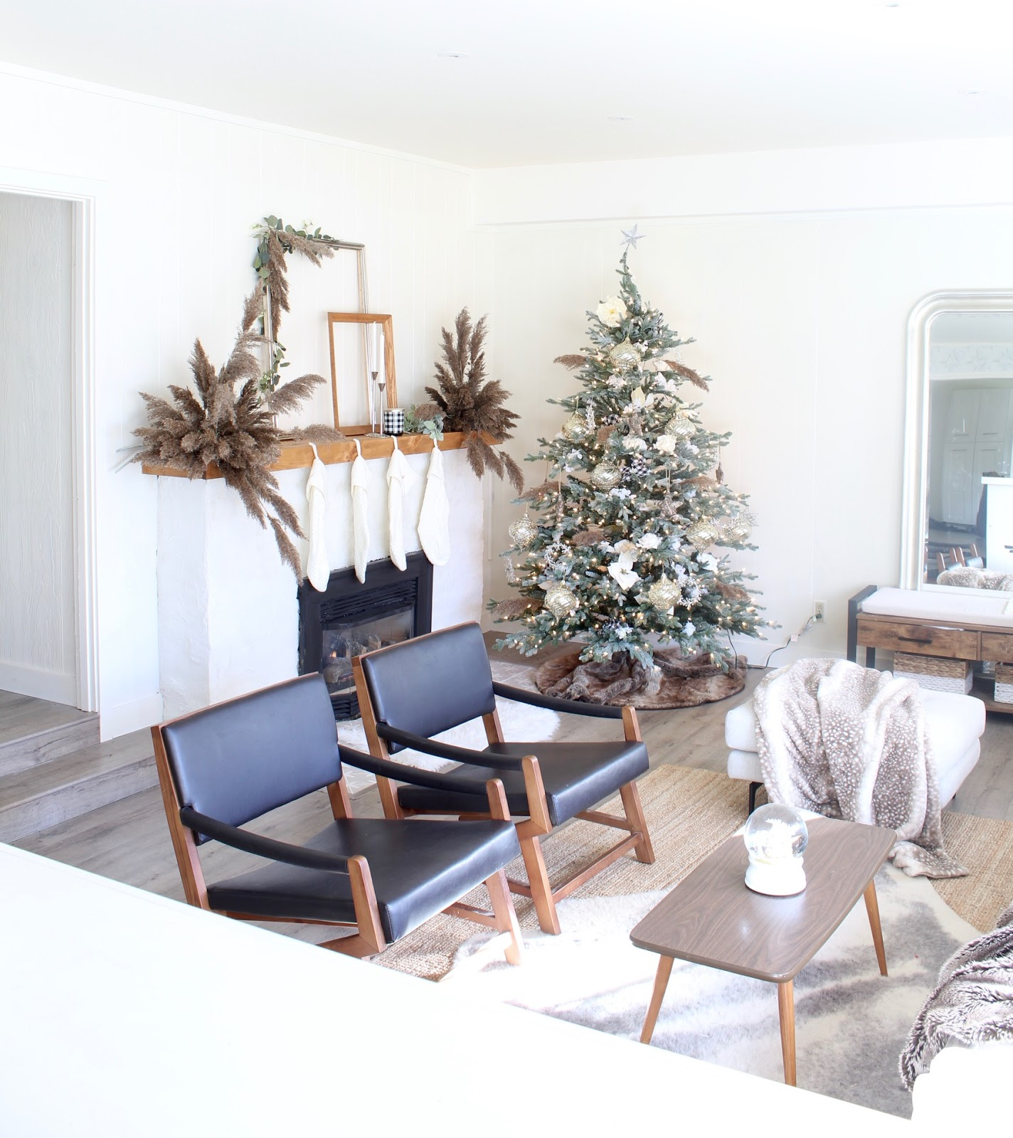 nordic-christmas-decorating-ideas-pampas-grass-diy-wedding-holiday-decor-9