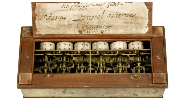 A Pascalina, primeira calculadores criada por blaise pascal em 1642