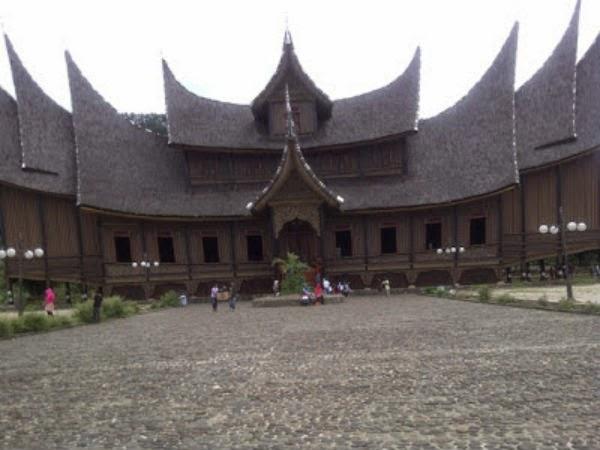 Istana Pagaruyung Objek Wisata Budaya
