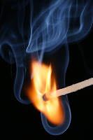 بحث حول الاحتراق في الهواء وأهمية الأكسجين في عملية الاحتراق - العناصر المتدخلة في عملية الاحتراق والعناصر الناتجة عنه - احتراق الشمعة